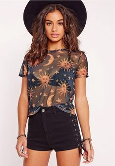 """good things come in small packages. shop our missguided petite range, for babes 5'3"""" and under.  radiate hippie vibes for the upcoming festival season in on point Tee. you'll be looking so chill in this, all eyes will be on you. With star..."""