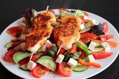 Putenspieße auf Salat  - Rezept auf www.lebepaleo.de