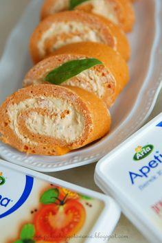 Składniki:  - 1 mały słoiczek koncentratu pomidorowego  - 3 jajka  - 1/2 szklanki gorącej wody  - 50g startego żółtego sera  - 50g mąki ziem...