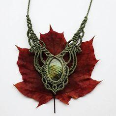 Handmade macrame jewelry made with passion and love :) von SilkesMacrame Macrame Jewelry, Jewelry Necklaces, Micro Macramé, Labradorite, Jewelry Making, Brass, Etsy, Beautiful, Handmade