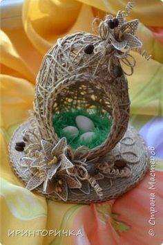 Craft product Easter Modeling design On the bright holiday of Holy Easter Twine photo Source Egg Crafts, Burlap Crafts, Diy Home Crafts, Easter Crafts, Christmas Crafts, Arts And Crafts, Diy Ostern, Easter Projects, Egg Art