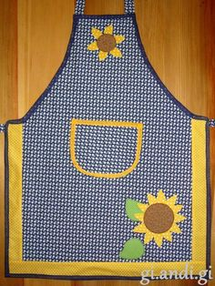 Small Sewing Projects, Sewing Hacks, Sewing Crafts, Sewing Tips, Patchwork Kitchen, Chicken Quilt, Wrapped Wine Bottles, Cute Aprons, Fall Quilts
