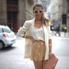 Mix of white and nudes. Love the oversized blazer on top with gold accessories x