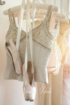 Ballet costume and pointe shoes. Pretty Ballerina Shoes, Pretty Ballerinas, Ballerina Dancing, Tutu Ballet, Ballet Dancers, Tutu Costumes, Ballet Costumes, Pointe Shoes, Ballet Shoes