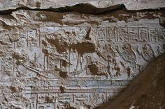 Imagen de babuinos adorando al dios egipcio temprano Ra-Atum. Las representaciones están en la tumba del escriba real Konsu en Luxor, Egipto.