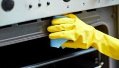 people, housework and housekeeping concept - close up of woman hand in protective glove with rag cleaning oven at home kitchen Oven Cleaner, Keep It Cleaner, Limpieza Natural, Domestic Worker, Protective Gloves, Back To Work, Cleaning Hacks, Cleaning Products, Housekeeping