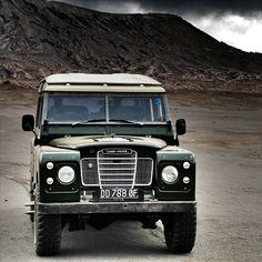MEGADELUXE - Classic Car of the Day:  Land Rover Series 3...