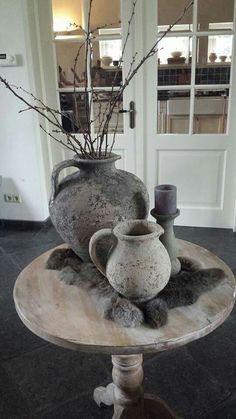 Tussen bank en stoel in als bijzettafeltje - wijntafel met lamp /pot
