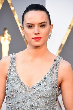 Daisy Ridley attends the Annual Academy Awards at Hollywood Daisy Ridley Hot, Daisy Ridley Star Wars, Last Star Wars, Rey Star Wars, Celebrity Gossip, Celebrity Crush, Youtubers, Star Wars Sequel Trilogy, English Actresses