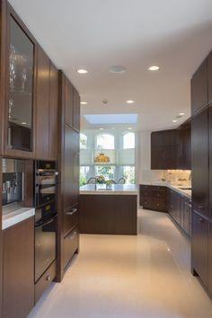 Contemporary Kitchen  #inplacestudio #kitchen #white #polishedfloor #cabinetry #customcabinets #marblecounters #glass #backsplash