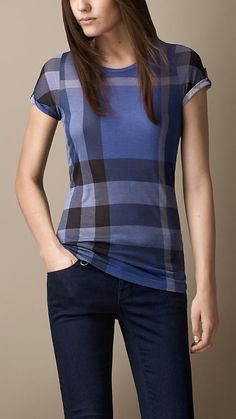 Explore all women's clothing from Burberry including dresses, tailoring, casual separates and more in both seasonal and runway designs Casual Skirt Outfits, Casual Dresses, Burberry Shirt Women, All Fashion, Fashion Dresses, Herve Leger Dress, Winter Outfits Women, T Shirts For Women, Clothes For Women