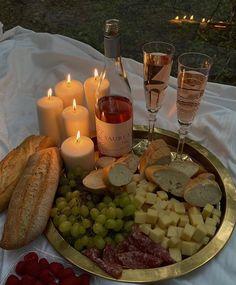 Picnic Date, Tasty, Yummy Food, Food Platters, Aesthetic Food, Food Cravings, Food Inspiration, Love Food, Food Porn