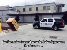 Funny pictures about Firefighters Pranking Cops. Oh, and cool pics about Firefighters Pranking Cops. Also, Firefighters Pranking Cops photos. Memes Humor, Cops Humor, Funny Memes, Cop Jokes, Jokes Pics, Funny Facts, Funny Pranks, Funny Shit, The Funny