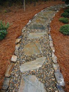 30 Simple and Eye Catching Cheap Walkway Ideas to Beautify Your House River Rock Gehwege Flagstone Pathway, Gravel Walkway, Backyard Walkway, Concrete Walkway, Stone Walkways, Stone Masonry, Wooden Walkways, Backyard Ideas, Pebble Walkway Pathways