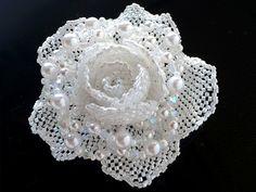 ビーズの薔薇コサージュ   -   Beads of rose corsage