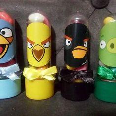 Angry Birds - Mini tubetes para lembrancinhas.  .  #angrigues #lembrancinha #biscuit #lembrancinhaangrybirds #lembrancinhabiscuit #festaangrybirds #festapersonalizada #festademenino #tubete #party #childrenparty #angrybirdsparty #porcorei #artesanato #feitoamao #delasartesanato