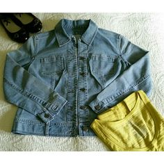 """""""FINAL PRICE"""" Jean Jacket in wash blue NWOT  Perfect condition  No stain or rip  Never wear  Nice detail inside see pic #2 Made in Hongkong  98% cotton  2 % spandex J. Jill Jackets & Coats Jean Jackets"""