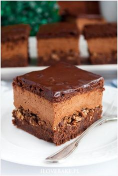 Ciasto z musem czekoladowym i wafelkami Cake with chocolate mousse and wafers - I Love Bake Polish Desserts, No Bake Desserts, Delicious Desserts, Dessert Recipes, Pastry Recipes, Cookie Recipes, Chocolate Slim, Pastry And Bakery, Icing Recipe