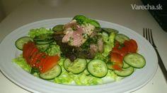 Tuniak so šalátom a bazalkovým dressingom