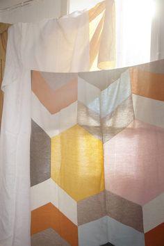 Lucky Boy Sunday - quilt inspiration and a great site! Textile Patterns, Textile Design, Quilt Patterns, Quilt Design, Knit Art, Quilt Modernen, Blog Deco, Soft Blankets, Soft Furnishings
