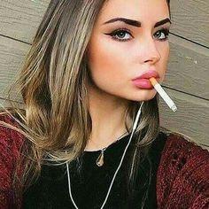 Smoking Babes are Sexy! Smoking Ladies, Girl Smoking, Girls Smoking Cigarettes, Smoke Pictures, City People, Girls World, Bad Habits, Piercing, Hot Girls