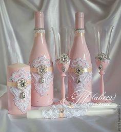 Купить или заказать Нежно-розовый с брошами и ажуром в интернет-магазине на Ярмарке Мастеров. Свадебный набор с брошами и ажуром. Декор бутылок,свечи,бокалы(Богемия,Чехия) На заказ в любом цвете,в любом цветовом сочетании. Изготовление в любой цветовой гамме,для любой тематической свадьбы и одном дизайне,от приглашений-до рассадки гостей,для Вашего торжества. Доставка в Москву бесплатная по выходным. Контакты в профиле Больше работ на моем сайте(ссылка в профиле) Посмотреть полностью www. Wedding Wine Glasses, Wedding Champagne Flutes, Wedding Bottles, Champagne Bottles, Diy Bottle, Wine Bottle Crafts, Bottle Art, Wine Glass Candle Holder, Bottle Candles
