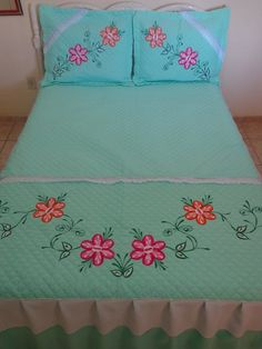 Diy Embroidery Patterns, Embroidery Neck Designs, Applique Designs, Hand Embroidery Flowers, Bed Sheet Painting Design, Fabric Painting, Handmade Bed Sheets, Bed Cover Design, Designer Bed Sheets