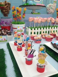 If you like Peppa Pig and you have a party soon, you're in luck, today we show you 30 decorating ideas for the Peppa Pig party. Peppa E George, George Pig Party, Fiestas Peppa Pig, Cumple Peppa Pig, 1st Boy Birthday, 2nd Birthday Parties, Birthday Party Decorations, Birthday Ideas, Bolo Da Peppa Pig