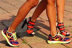 10 Stylish Sneakers to Have You Running a Fashionable Marathon. Neon Sneakers, Sneakers Mode, Sneakers Fashion, Fashion Shoes, Nike Air Max 2012, Nike Air Max For Women, Nike Women, Nike Max, Tommy Ton