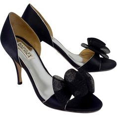 Pre-owned Badgley Mischka Black Tulle Bow Heels (1.895 CZK) ❤ liked on Polyvore featuring shoes, pumps, black shoes, black high heel pumps, bow pumps, open-toe pumps and badgley mischka shoes