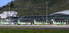 Terminal y plataforma del Aeropuerto de Tenerife Norte (TFN/GCXO), flanqueada por cuatro Atr 72-500 de @bintercanarias.