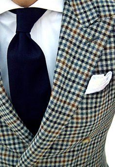Double-breasted, peak lapel, district check.