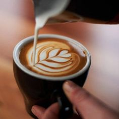 Go grab a latte! A good latte is pampering because it will help you unwind and relax! Plus, they look rather pretty too! Café Latte, Coffee Latte Art, Coffee Cafe, Coffee Drinks, Coffee Mugs, Coffee Shops, Coffee Lovers, Coffee Break, Morning Coffee