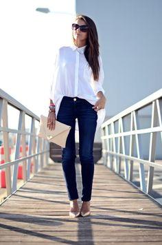 Jeans, white shirt, gold pumps, cream envelope clutch ☑️