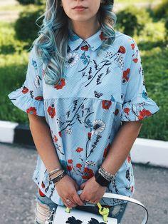Летний образ 2017 - рубашка в полоску с цветочным принтом.   Всем привет! Я не особенно любитель носить рубашки но сегодня я вам покажу ту от которой не смогла отказаться! Моя рубашка с сайтаshein.com  Итак рубашка голубого цвета с темно-голубыми полосками и принтом из цветов красного голубого и белого цветов. На рукавах есть оборки сзади на воротнике застежка в виде банта. Ткань - полиэстер но рубашка практически не мнется в ней не жарко. Никакого запаха не было нитки не торчали все сшито…