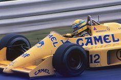 セナのマシンはキャメルイエローに。翌年マクラーレンに移籍したセナはチャンピオンを獲得する