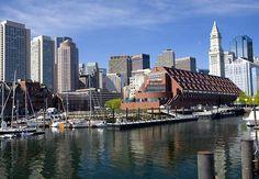 Construcciones sobre el puerto de Boston.