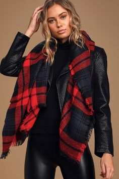 No matter the weather, stay cozy in Lulus Fireside Memories Red Plaid Scarf! Soft knit forms this cute scarf with a black and red plaid print and fringe detail. Red Plaid Scarf, Cute Scarfs, Oversized Scarf, Badass Style, Pinterest Fashion, Retro Outfits, Shades Of Red, Plaid Pattern, Warm And Cozy