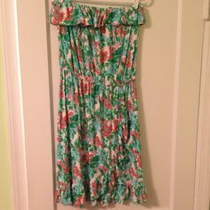 Lilly Pulitzer cotton strapless dress. Beautiful Lilly Pulitzer cotton strapless dress. Worn a few times. Super comfy! Lilly Pulitzer Dresses Strapless