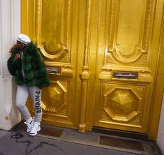 Birthday in Paris. Green Fur, Paris, Birthday, Outfit Ideas, Chic, Outfits, Home Decor, Black, Instagram