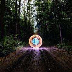 Осваиваем новые места и новые методы рисования светом. Скажу честно, оказаться ночью в таком лесу очень и очень страшно. Неожиданно кого-нибудь встретить - вообще смертельно, но когда глаза горят перед очередным свершением то можно залезть очень далеко :) ________________________________________________ #light #dark #night #lightpainting #freezelight #lightspin #Spun_Ups #SpunUps #orbup #nightimages #meistershots⠀;;#illgrammers #WindyCitySpinners #tubestories #spingodz #lightjunkies…