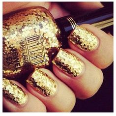 gold confetti nails