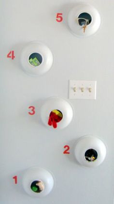 An easy way to store small items right next to the entry way. This way you will never forget your sun glasses and keys... Made out of plastic bowls. A $3 project!