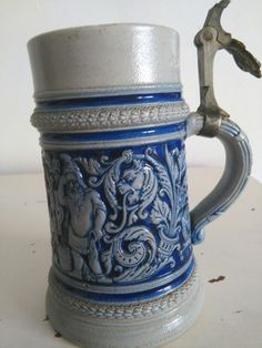 Jarra de Cerveza Alemana.firmada y sellada.magnificos detalles de Rey y duendes.falta tapa.18cm.Parece el Rey Neptuno Precio 69€ Telefono 670794048, Maria