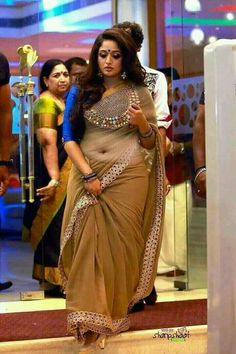 Kavya Madhavan In Saree Rare Unseen Photos CollectionsMalayalam Actress Kavya Madhavan Latest Navel Show Photoshoot GalleryKavya Madhavan has perfect features and nobody can match her looks.A South Indian woman in a traditional outfit - Saree & Blous Beautiful Girl Indian, Most Beautiful Indian Actress, Beautiful Saree, Saree Photoshoot, Saree Models, Indian Beauty Saree, Saree Dress, Saree Blouse Designs, Indian Designer Wear