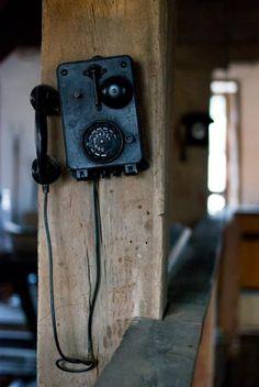 old school old phone Old School Phone, Old Phone, Vintage Antiques, Vintage Items, Vintage Stuff, Antique Phone, Vintage Phones, Down On The Farm, Home And Deco