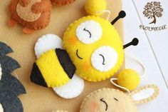 Community-Fotos – May Felt Crafts Diy, Bee Crafts, Sewing Crafts, Sewing Projects, Crafts For Kids, Arts And Crafts, Clay Crafts, Felt Pillow, Felt Baby