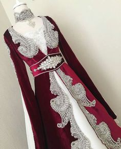 Patrones Tutorial and Ideas Wiccan Clothing, Designer Anarkali Dresses, Eid Outfits, Queen Outfit, Fantasy Gowns, Abaya Designs, Turkish Fashion, Renaissance Clothing, Special Dresses
