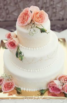 Sarah Bel Photography is a creative team from Vienna specialised in happy vintage photography at various events who also creates scripted videos. Vintage Photography, Floral Wedding, Wedding Cakes, Weddings, Creative, Desserts, Food, Wedding Gown Cakes, Tailgate Desserts