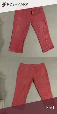 Free People Destroyed Ankle Skinny Jeans Destroyed ankle skinny jeans made by Free People.  Has a destroyed back pocket . front legs are both destroyed as well.  Never worn but took the tags off.  Perfect condition. Free People Pants Ankle & Cropped